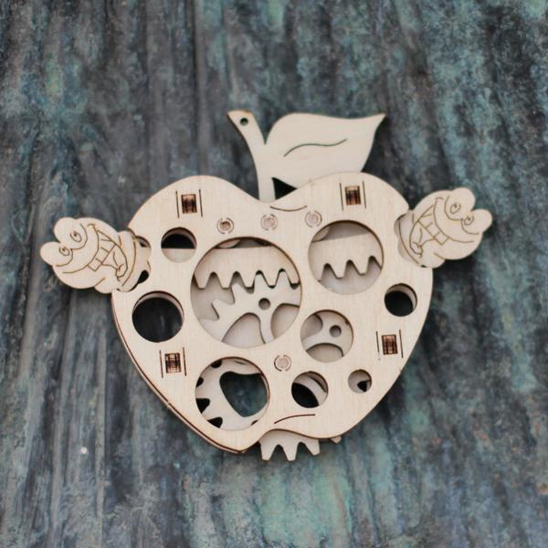 Wood-Trick-drewniane-modele-puzzle-3D-robaczek_2